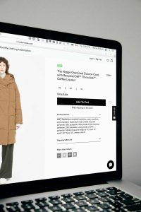 Desing simples e bonito de um eCommerce de roupas