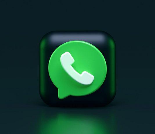 logo do whatsapp em um cubo 3d sobre fundo escuro